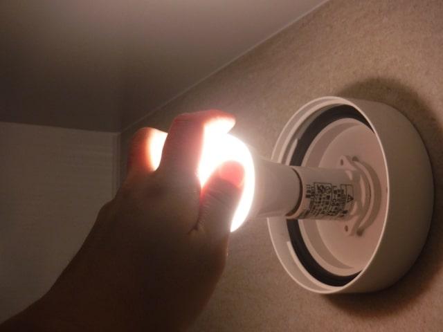 高齢者のための電球交換